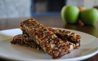 DIY Apple Pie Lara Bars